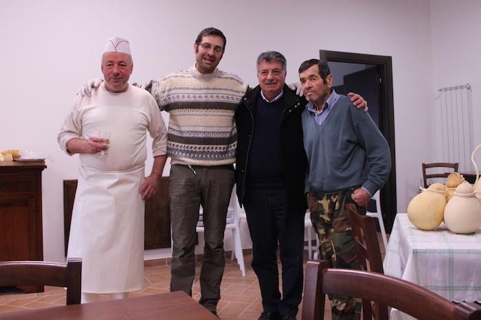Da sinistra: Pasquale, Francesco Savoia, l'amico-sostenitore Giuseppe Russo e Albuino, il papà di Mara e Pasquale