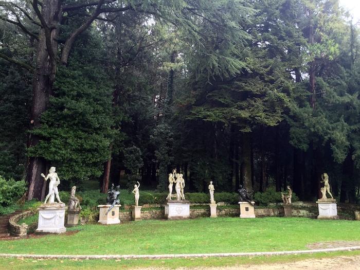 L', con sculture del toscano Donatello Gabrielli