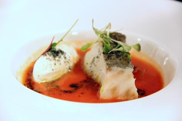 Baccalà cotto a bassa temperatura su gazpacho di pomodoro, gelato di bufala e germogli di sedano
